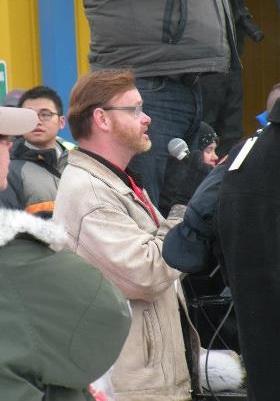 doug briney sings national anthem at iditarod